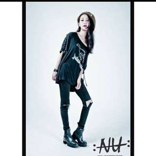 NU by Nu slightly numb T恤