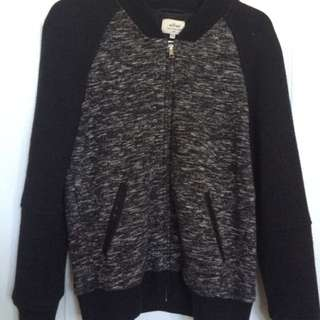 Aritzia Sweater • size small