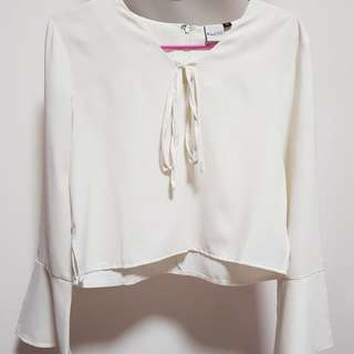 Purpur white crop top with bell sleeves