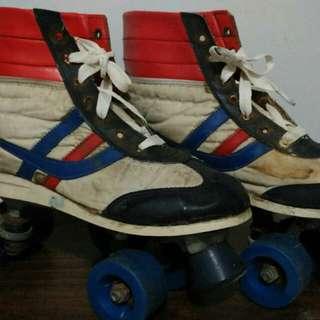 Sepatu Roda Vintage Lawas Antik