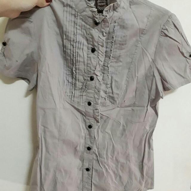 灰色短袖襯衫