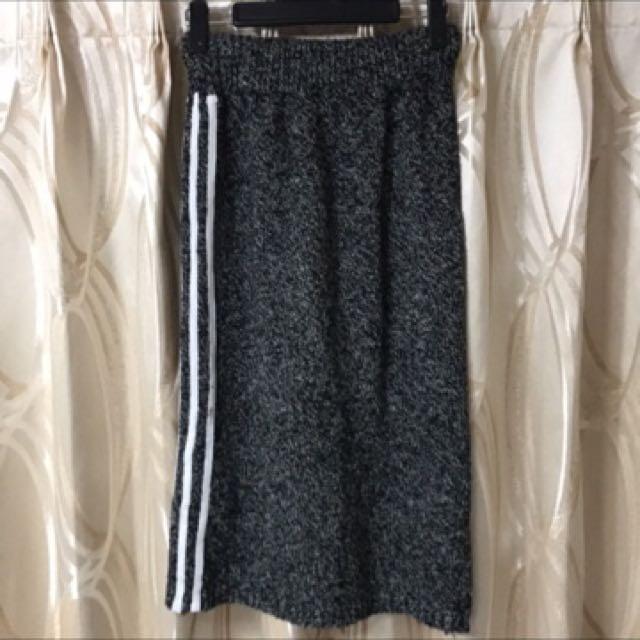 鐵灰色粗針織運動風裙