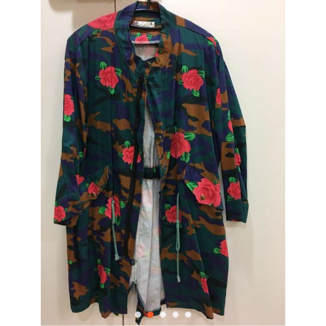 玫瑰迷彩風衣外套