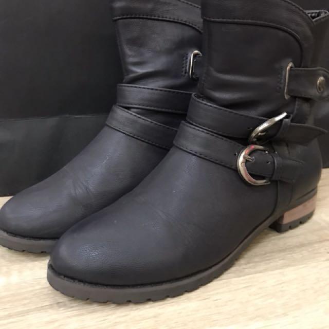 二手短靴 尺寸23(無鞋盒)