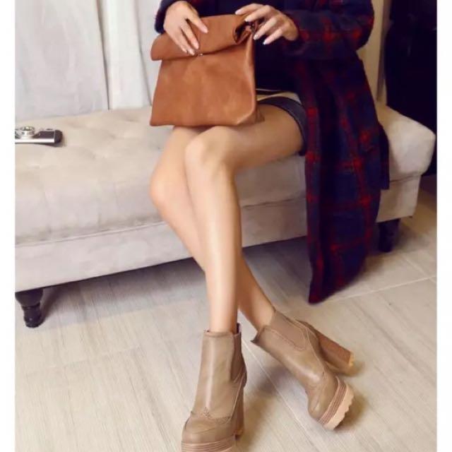 全新秋冬新款韓版女鞋厚底粗跟高跟短靴 歐氣質質女鞋圆頭女鞋 防水台超高跟11cm靴