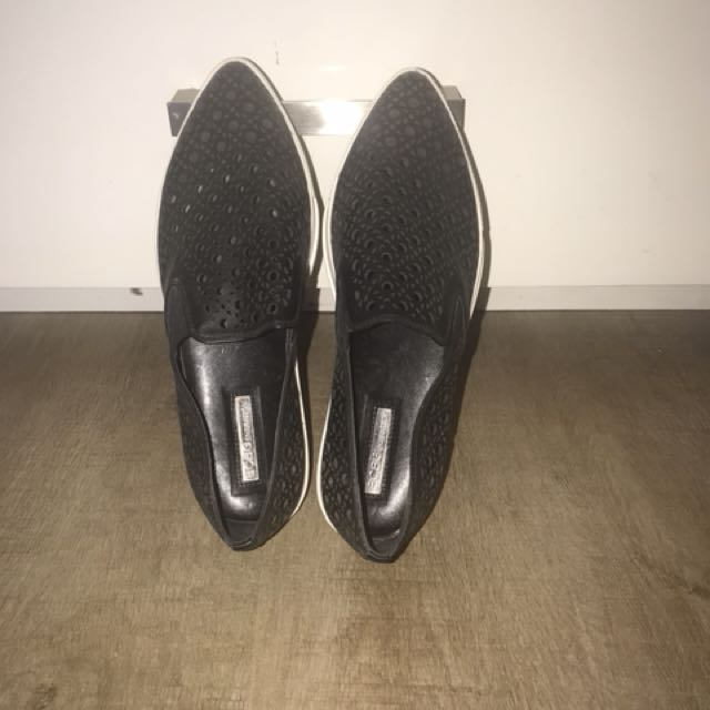 bcbg slip ons 7 1/2 size narrow shoes