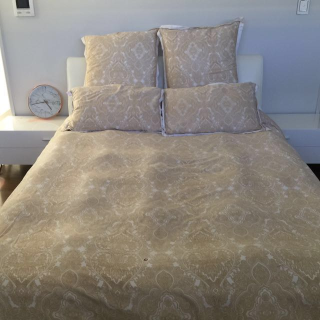 Bed spread/ pillow cases for queen bed
