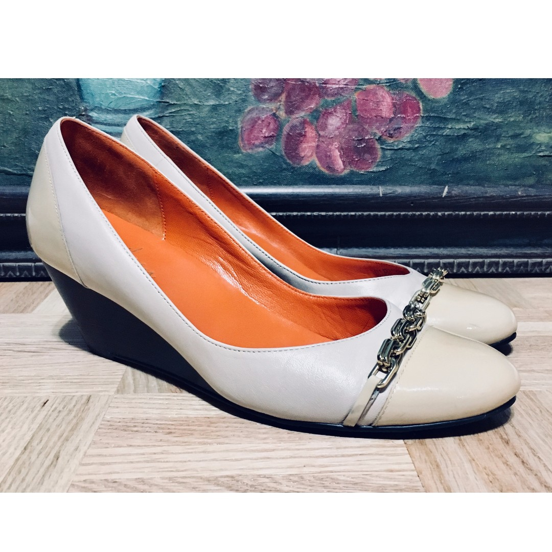 Cole Haan Womans Shoes, Womans Size 7B, Orange and Beige, Low Heel, Chain Detail