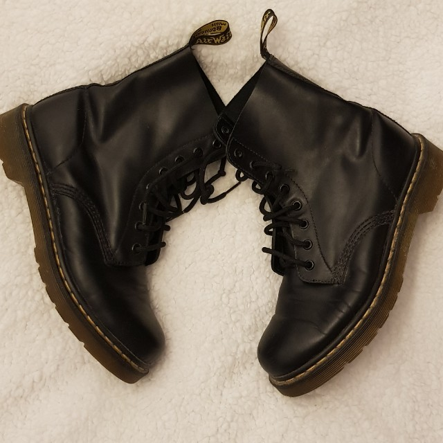 Dr. Martens 1460 8 hole combat boots, size 9