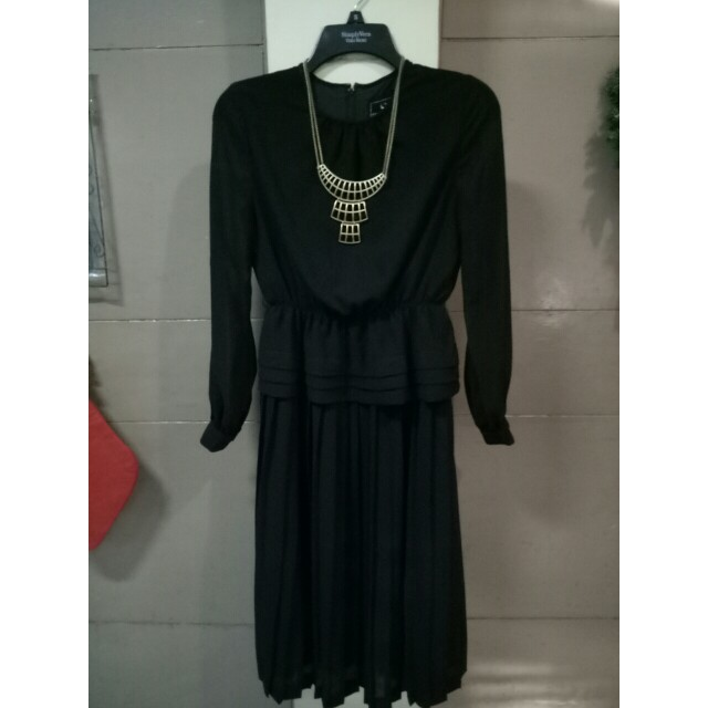 Elegant Pleated black