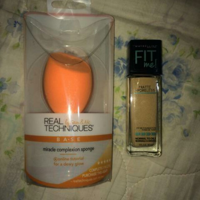 Maybelline fit me foundation + Real Techniqes miracle sponge
