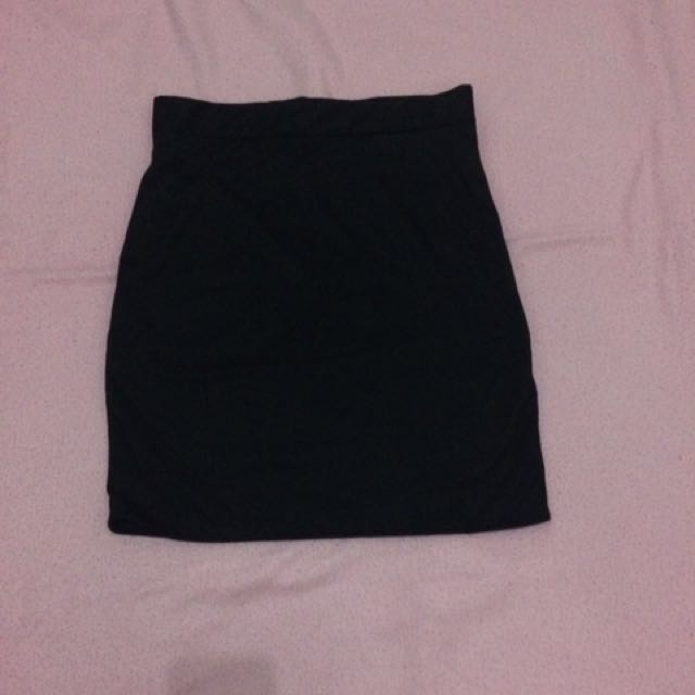 NEW Stretchable black skirt