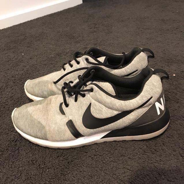 Nike custom roshe run sz9