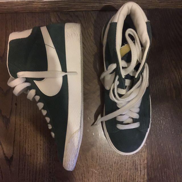 Nikes size 5/6