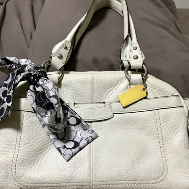 Pre-loved authentic coach bag in soft pebble leather collection