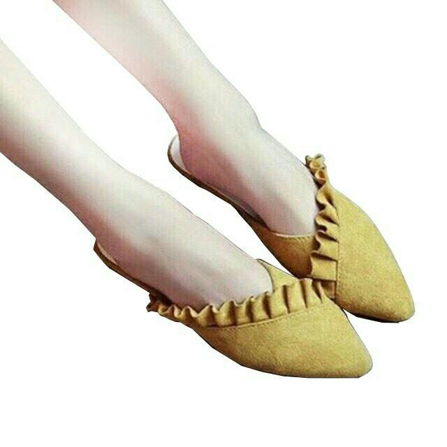 Sandal ruffle