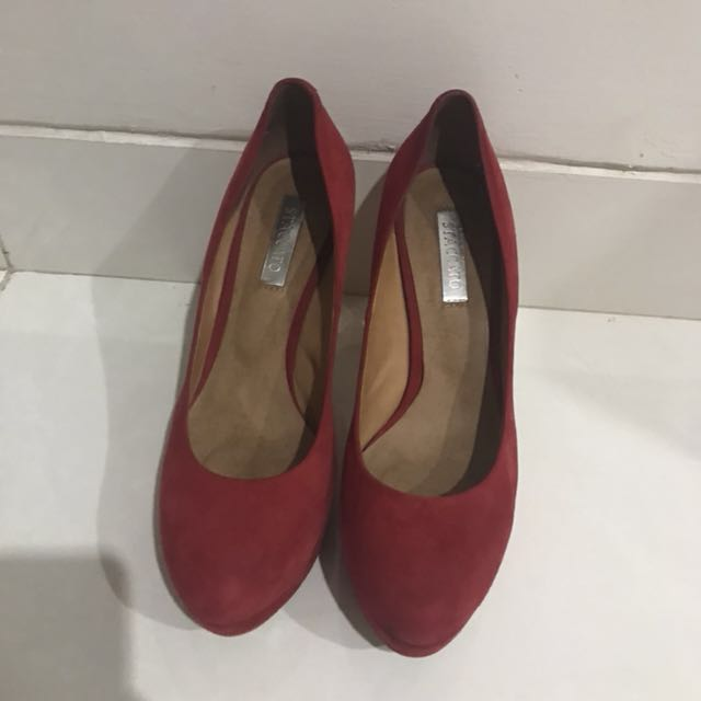 Staccato Pumps