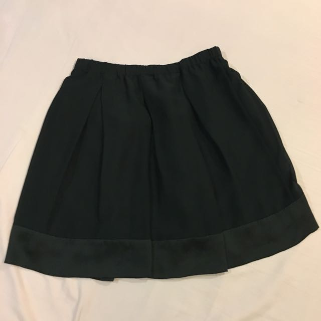 <Uniqlo> Plain Black Skirt