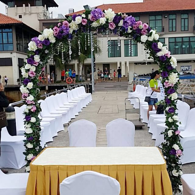 Wedding arch for rent/ December promotion