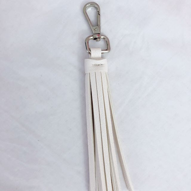 White bag tassel