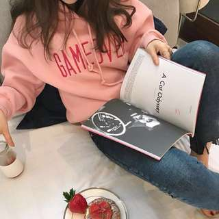 轉賣 草莓牛奶色刺绣字母加绒帽T