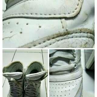 Sepatu  mahal ko kaya gitu