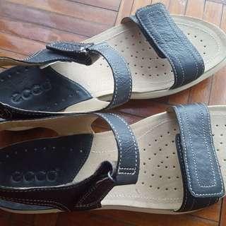 Ecco sandals size 8