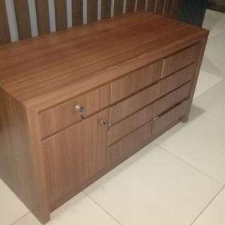 Drawer atau lemari laci