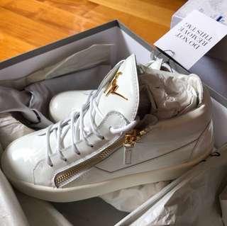 GZ white sneaker size39