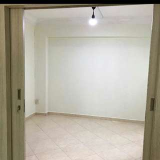 Spacious Study Room for Rent @Woodlands Dr 16