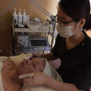 Facial and massage treatment at home