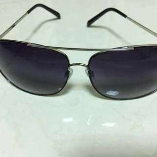 全新 太陽眼鏡。有兩副