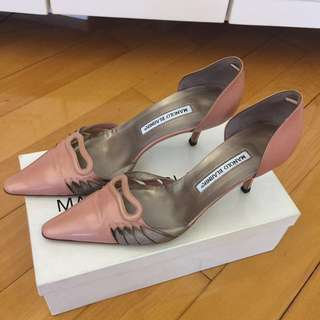 ⬇️Manolo Blahnik pink with gold trim heels🈹