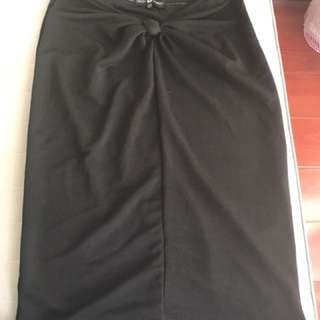 Black skirt with knot 12