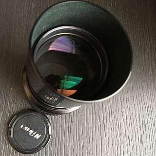 Nikon Nikkor 200mm f4,Ai-s/Built in Lens Hood