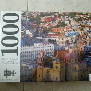 1000 jigsaw puzzle. Slight dent on the box upper right side (see 3rd photo)
