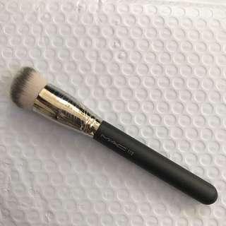 MAC 170 foundation brush