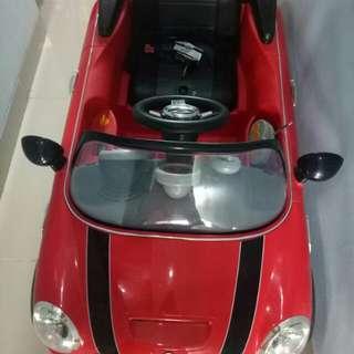 Mobil mainan mini cooper