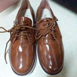 咖啡色皮質軟底休閒鞋 38號