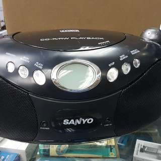 SANYO CD PLAYER WITHAM/FM RADIO