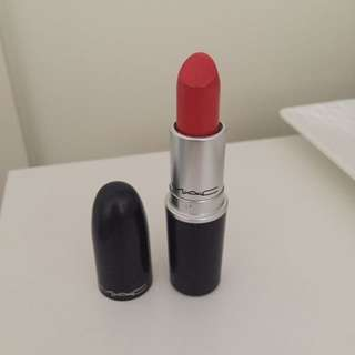 Mac matte lipstick, 'so chaud'