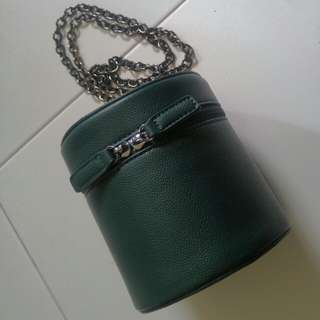 Green cylinder chain sling bag