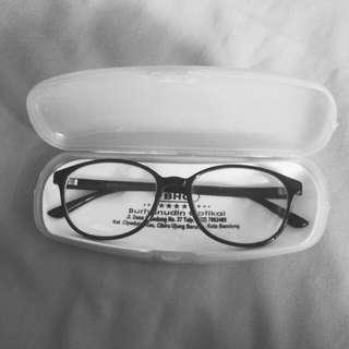 Frame kacamata optik
