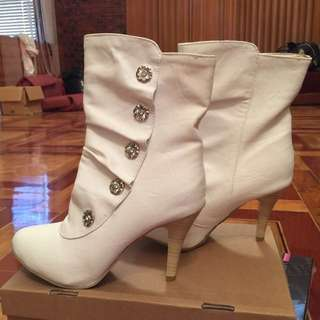 BRAND NEW white boots