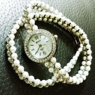 [特價] 特色繞兩圈配珍珠鑽石 手錶 銀色 現貨