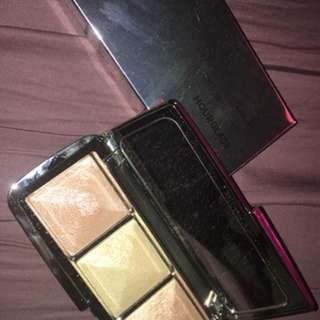 HOURGLASS; Ambient Metallic Strobe Lighting Pallette