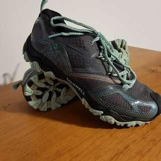Merrell  Grasshopper hiking shoes 8.5