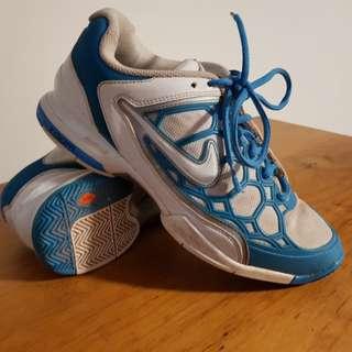 Nike zoom breathe 2k11 tennis shoes 9.5
