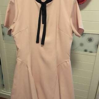 粉紅色裙....