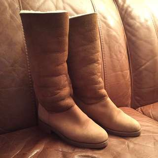 Roots Tan Shearling Boot Size 6